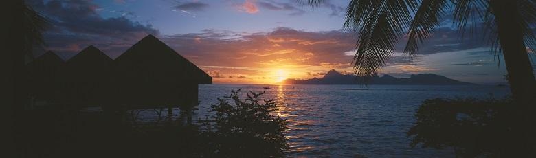 モーレア島を臨む一等地に建つリゾート