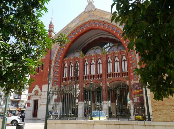 バレンシア郊外にあるコロン市場