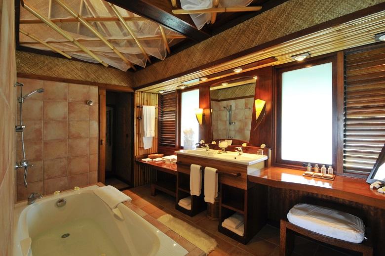 ルモアナリゾートの水上バンガローバスルーム