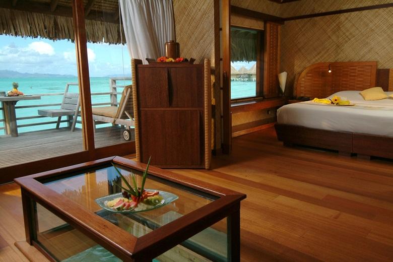 水上バンガローのリビングルーム