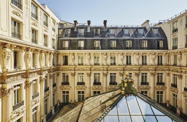 パリ万博に先駆けて開業した歴史あるホテル