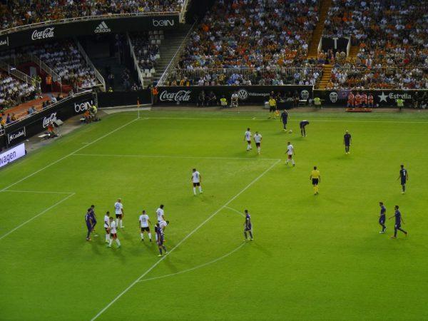 サッカーチケットの値段の差