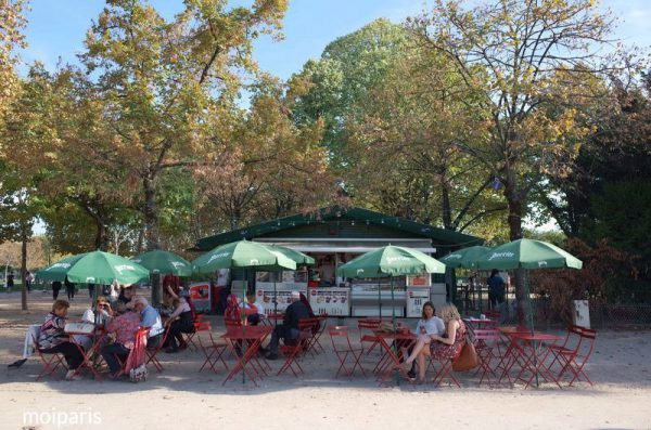 パリ時間の贅沢な楽しみ方のひとつがピクニック