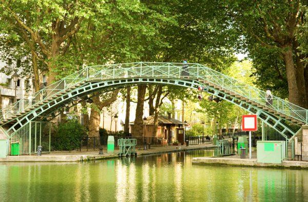 サン・マルタン運河のアーチ状橋