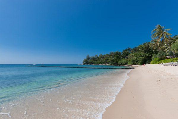 トリサラの前に広がるビーチ