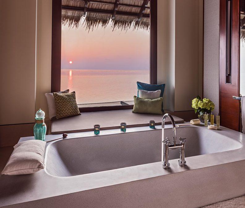 バスルームからも海が眺められます