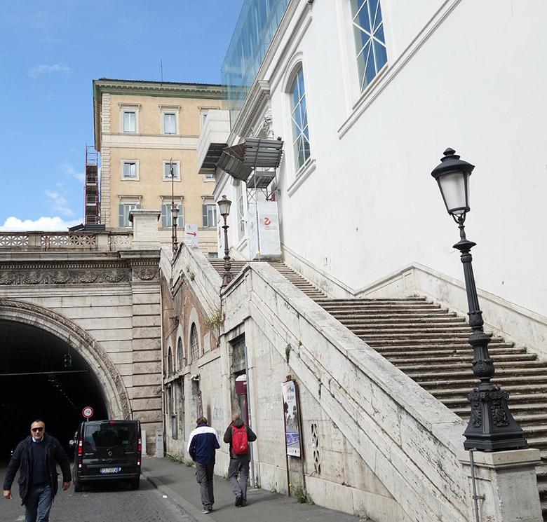 ミラノ通り  アントネッロ・コロンナ-オープン入り口
