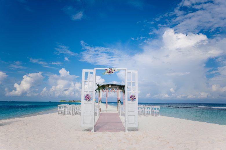 モルディブで憧れのビーチウエディングも可能