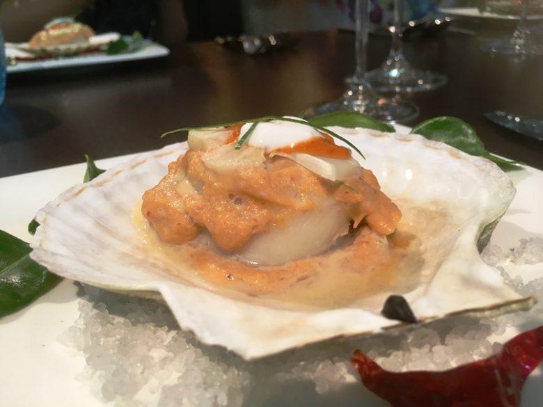 大きな北海道産ホタテをタイカレー風味で