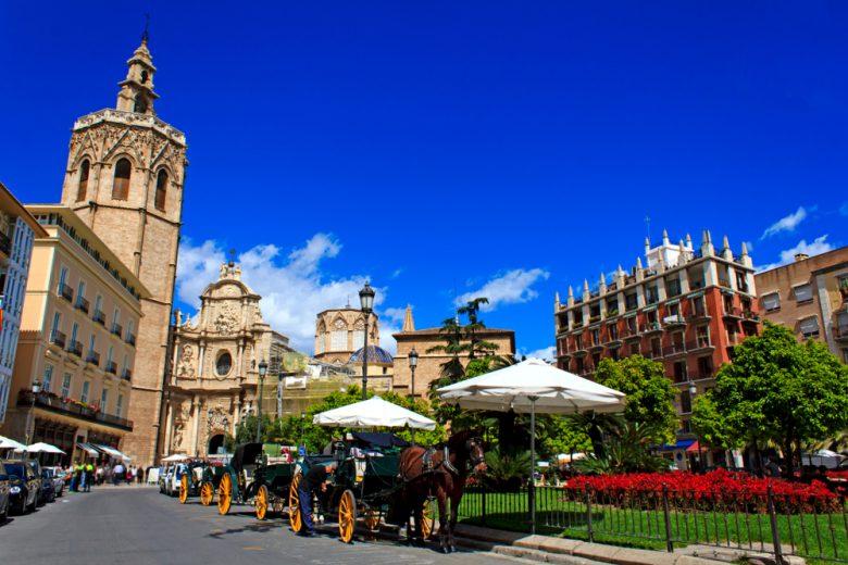 陶器市が開かれるバレンシアのレイナ広場