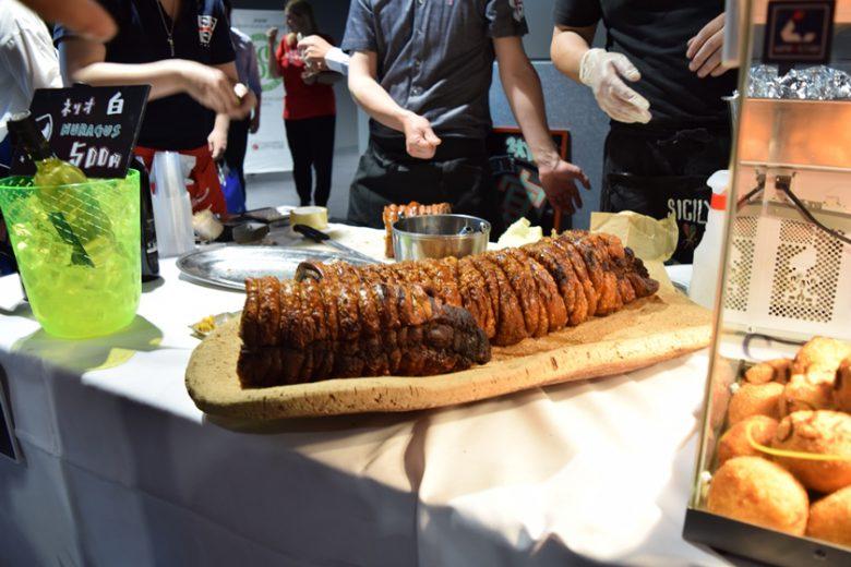 渋谷「タロス」の豚の丸焼き