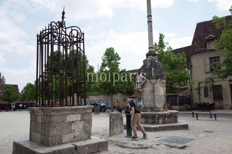 旧市街の中心地、シャテル広場