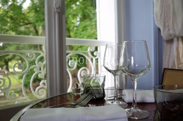 ロマンティックな演出の館内レストラン