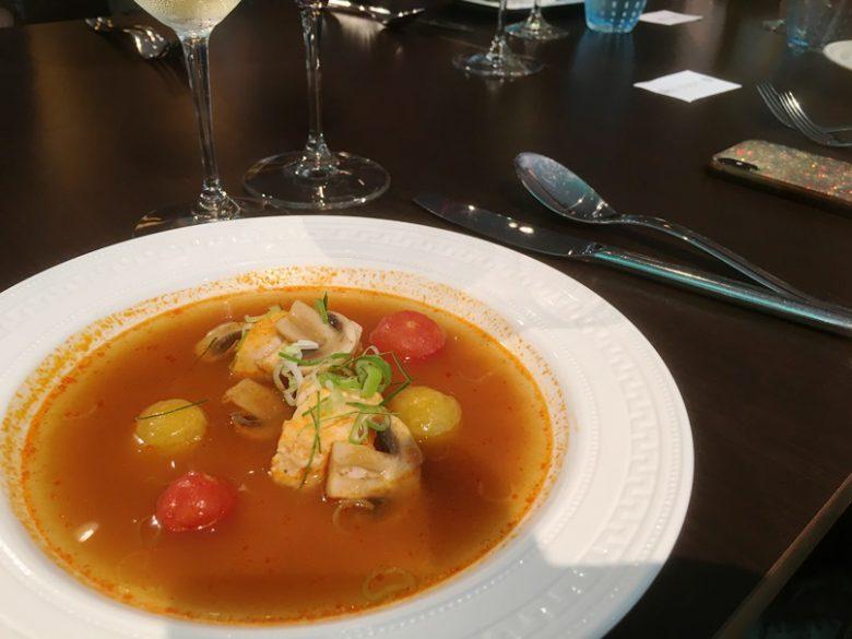 トム・ヤム・クン味のスープ