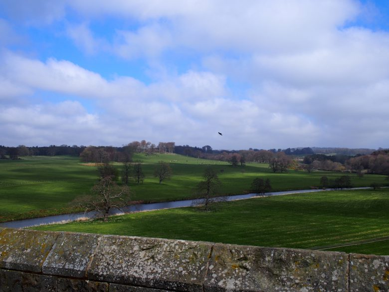 アニック城から眺めるアルン川の景色