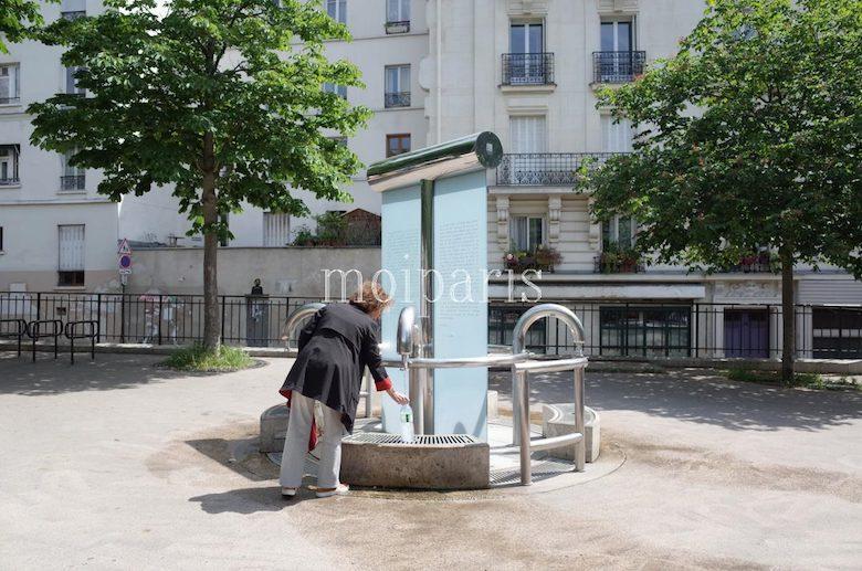 無料の地下水が出る公共の水汲み場