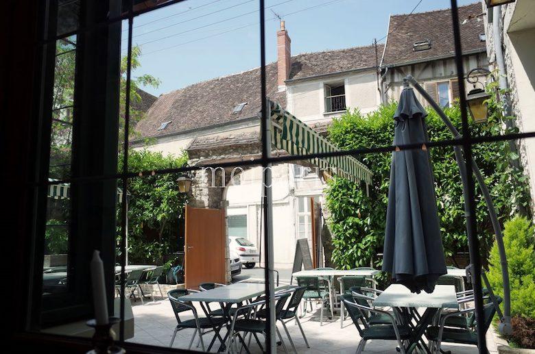 フランス最古のレストラン「オステルリー・デュ・ラ・クロワ・ドール」
