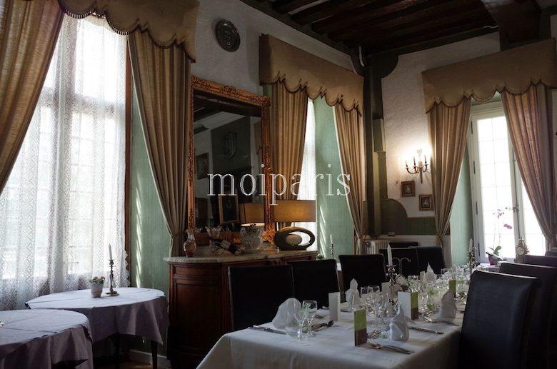 世界遺産の町プロヴァンの中でもスペ シャルなレストラン