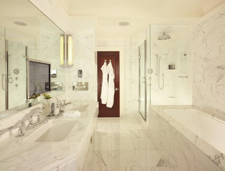 大理石のバスルーム