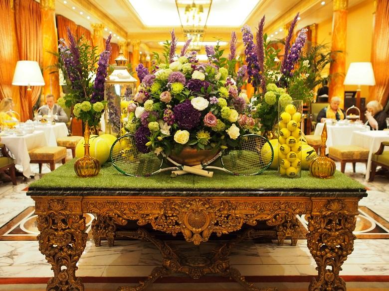 ホテル内の全ての花が、フローリストのフィリップ氏によるアレンジメント