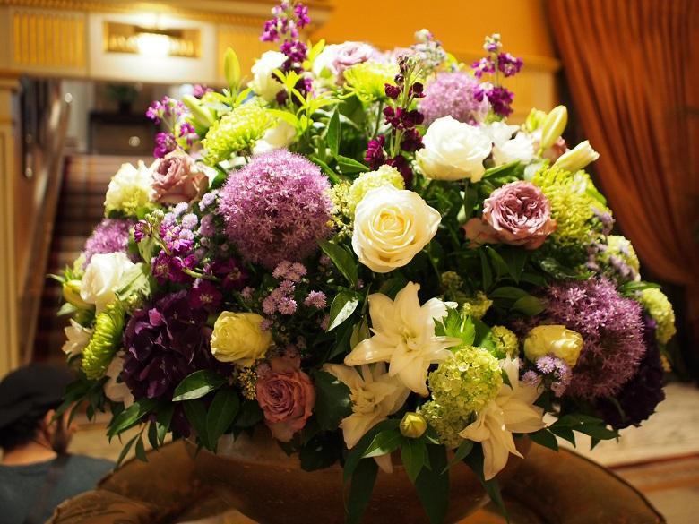 ウィンブルドンのイメージカラーでもある白・緑・紫の花でデコレーション