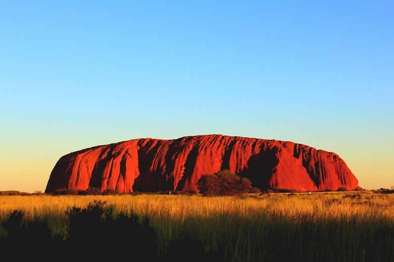 オーストラリアハネムーンで人気のエアーズロック