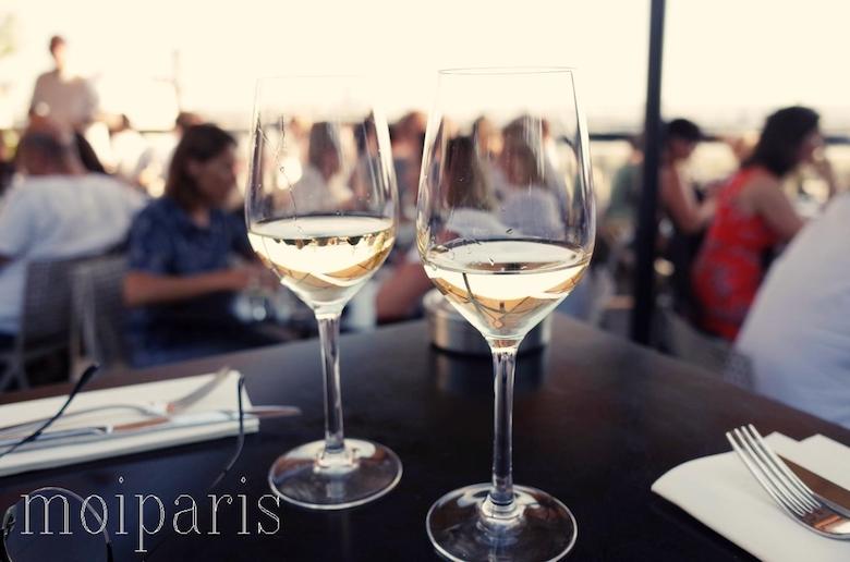 ボトルの白ワイン(36 ユーロ)