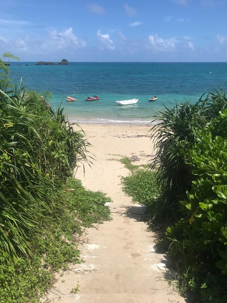 ムルク浜は管理された天然ビーチ