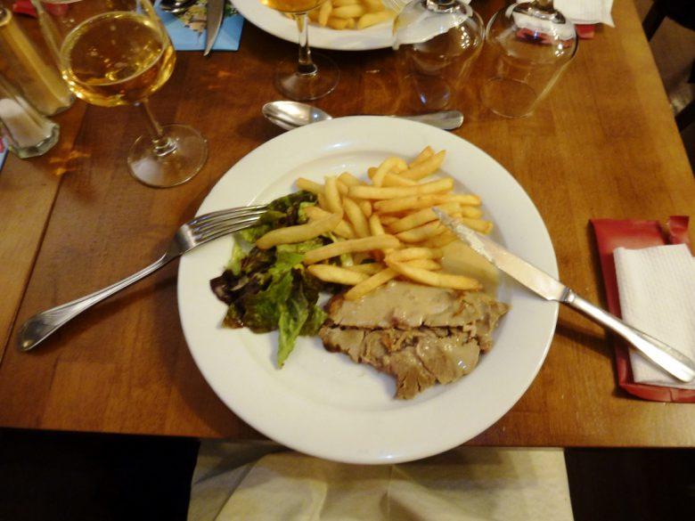 お食事は伝統的なフランス料理