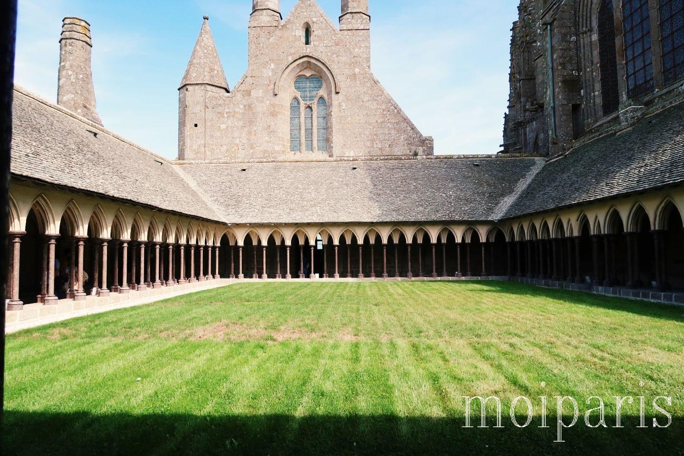 モンサンミッシェル、修道院内、建築様式、二列の柱。
