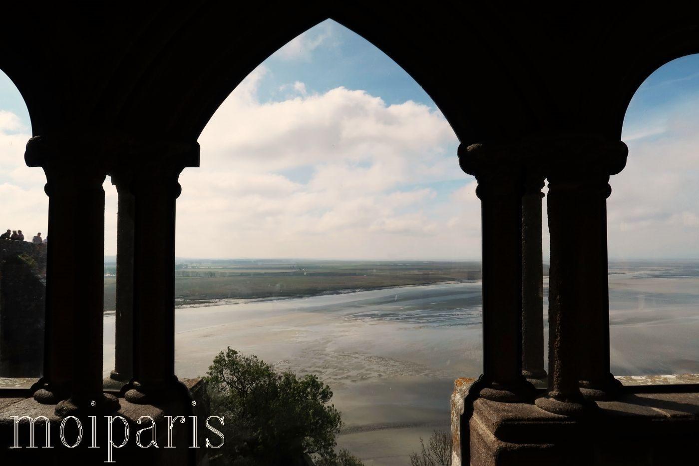 モンサンミッシェル、修道院内、柱、景色。