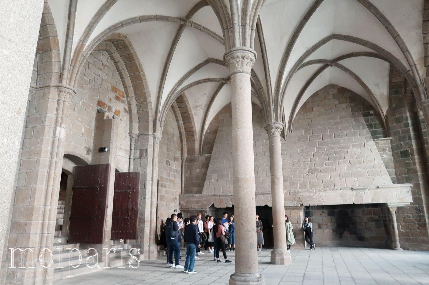 モンサンミッシェル、修道院内、地下、礼拝堂。