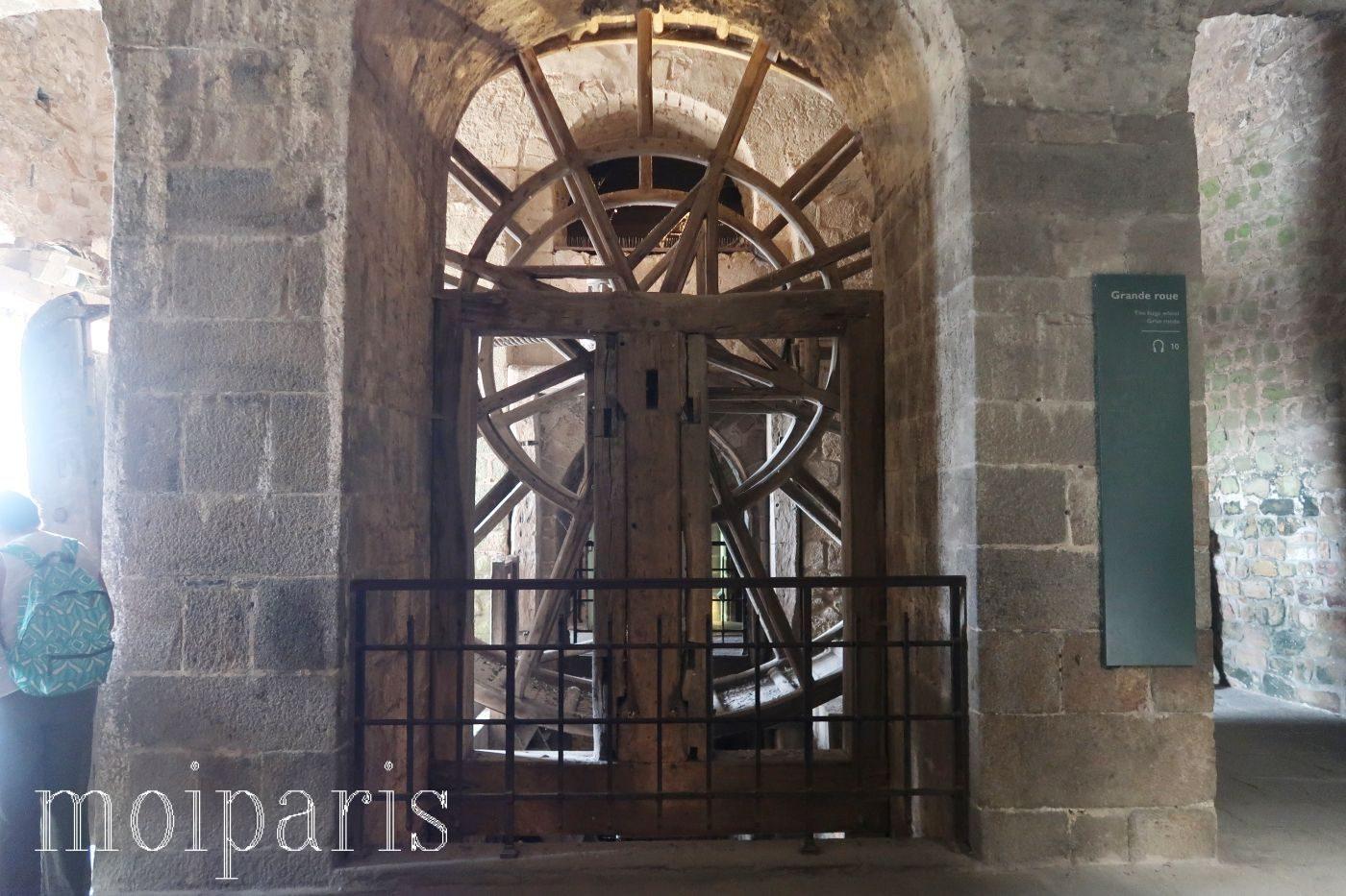 モンサンミッシェル、修道院内、車輪。