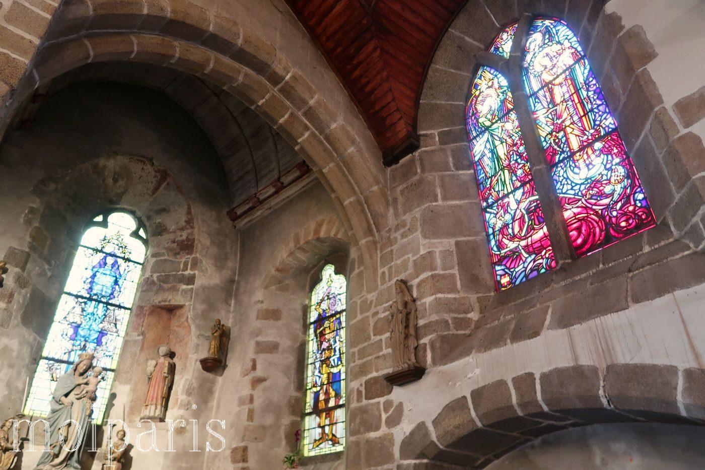 モンサンミッシェル、サンピエール教会、ステンドグラス。