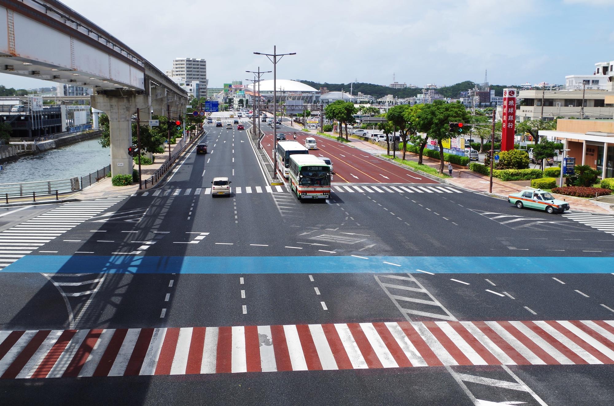 沖縄、公共交通機関、バス、道路状況
