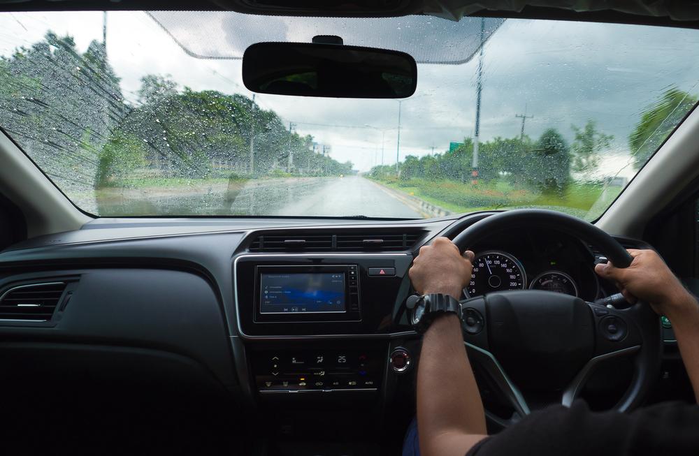雨、ドライブ