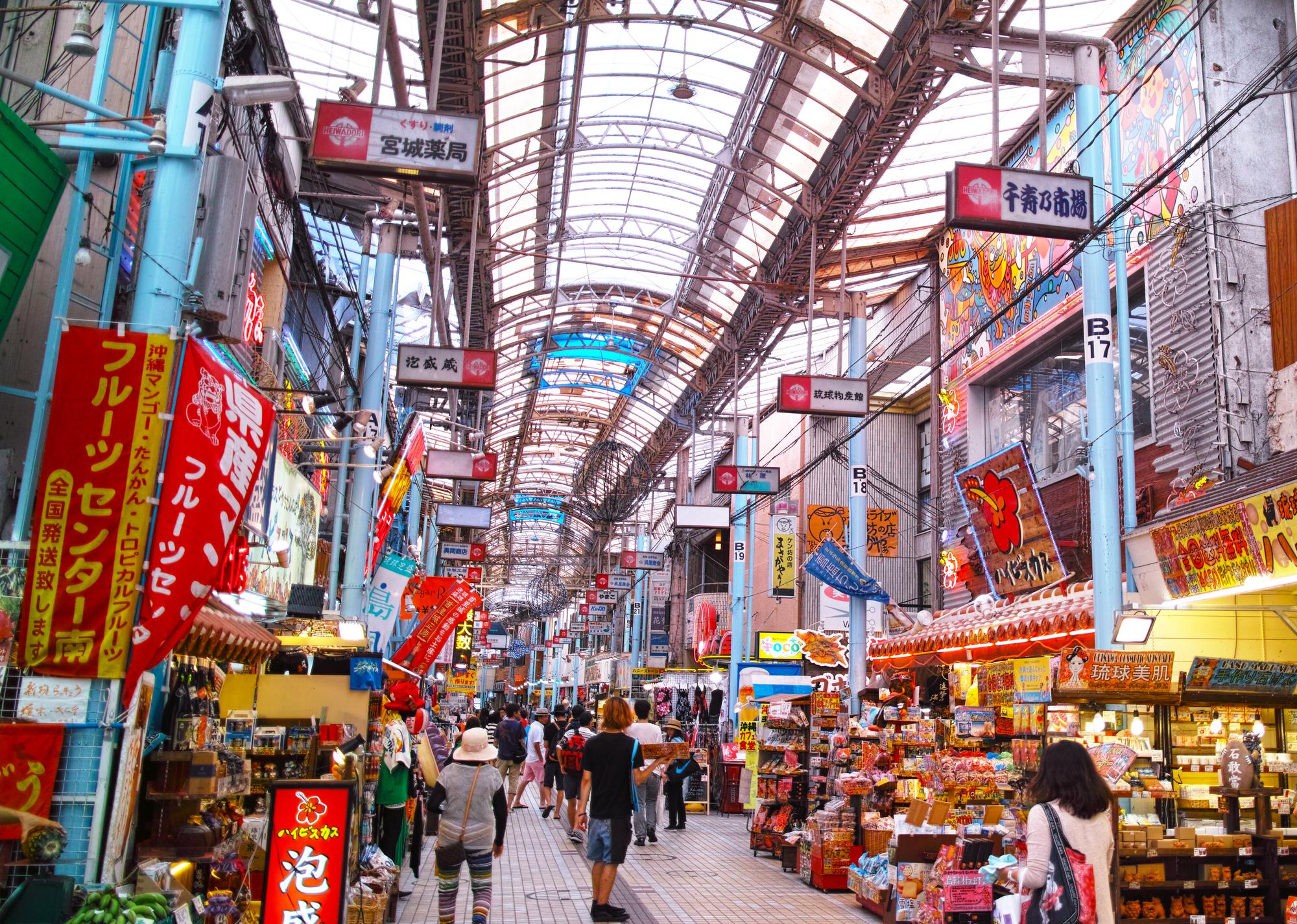 沖縄、新婚旅行、トラブル、スーパーマーケット。