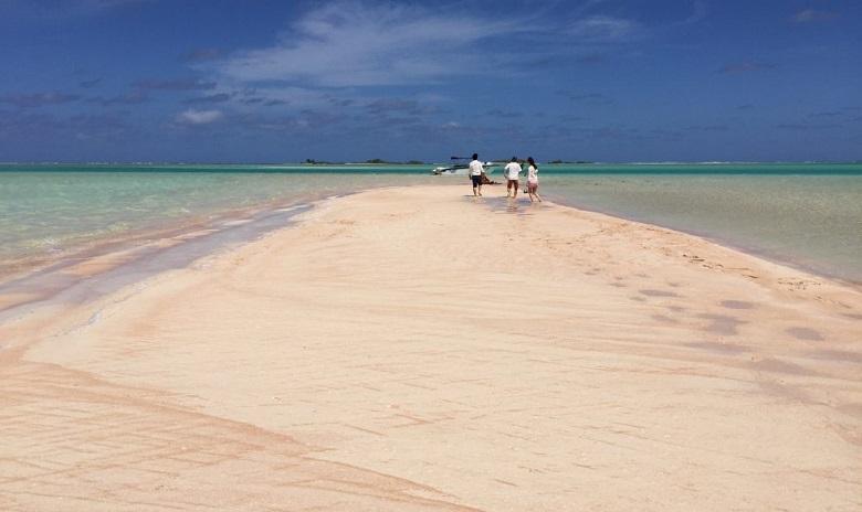 ランギロア島のピンクサンドビーチ