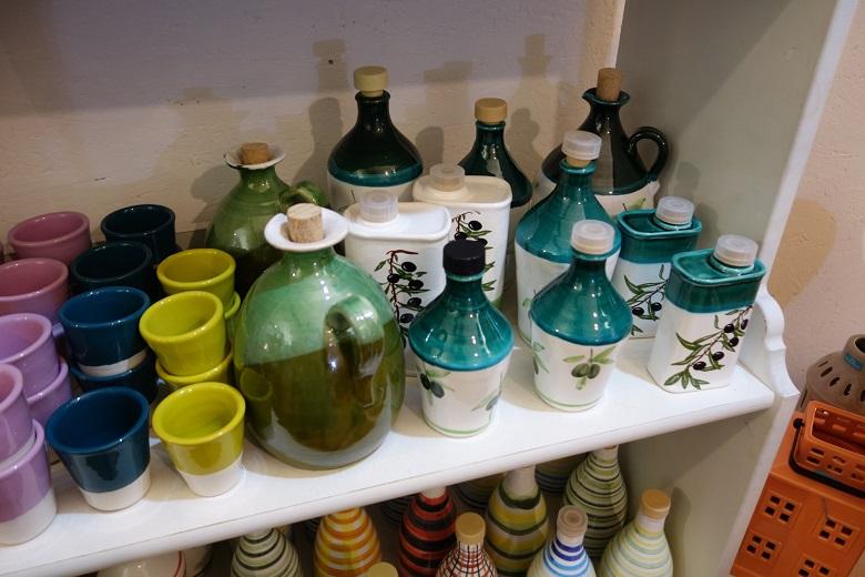 可愛らしいオリーブの絵入りの陶器