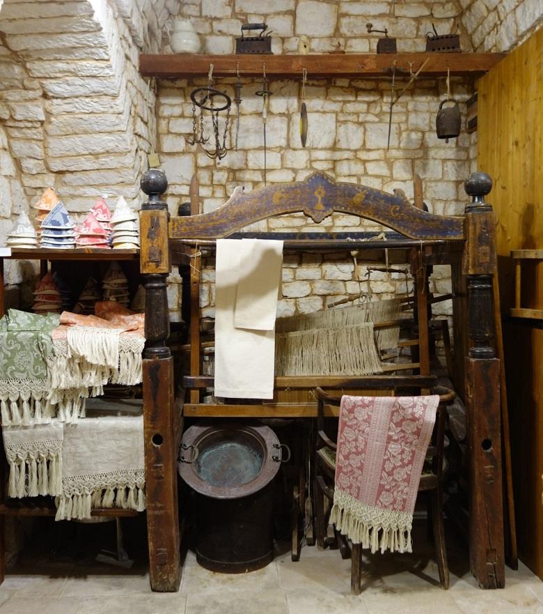 昔実際に使われていた機織り機