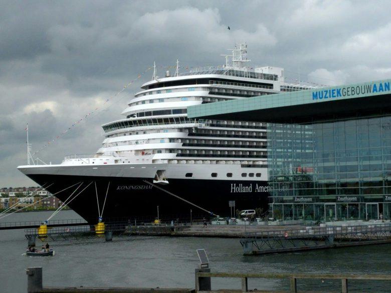 アムステルダム港に寄港したクルーズ船