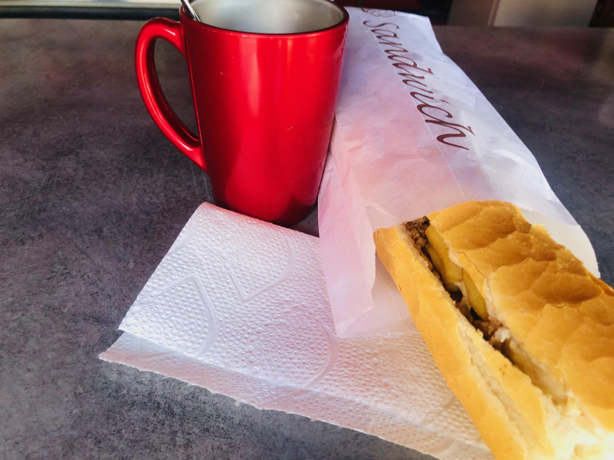 タヒチ、フアヒネ島、朝食