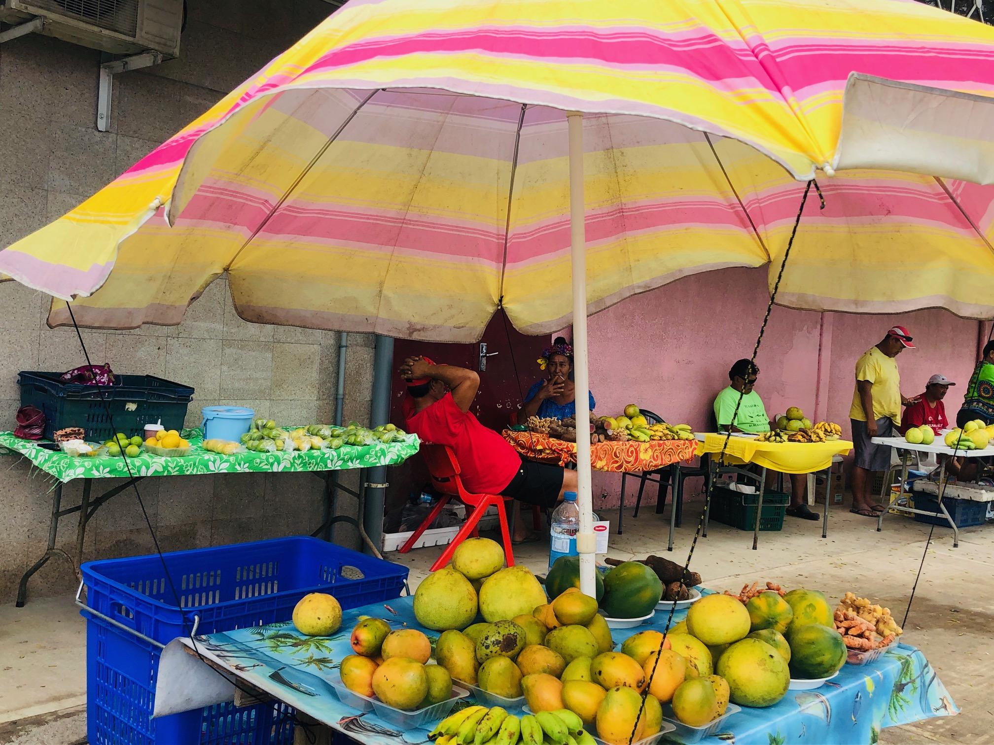 タヒチ、フアヒネ島、出店、フルーツ