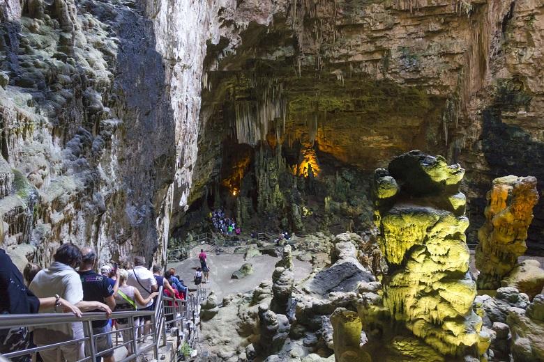 カステッラーナの洞窟見学コースは2種類