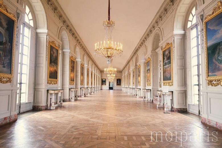 ルイ14世の権力を感じさせる宮殿内