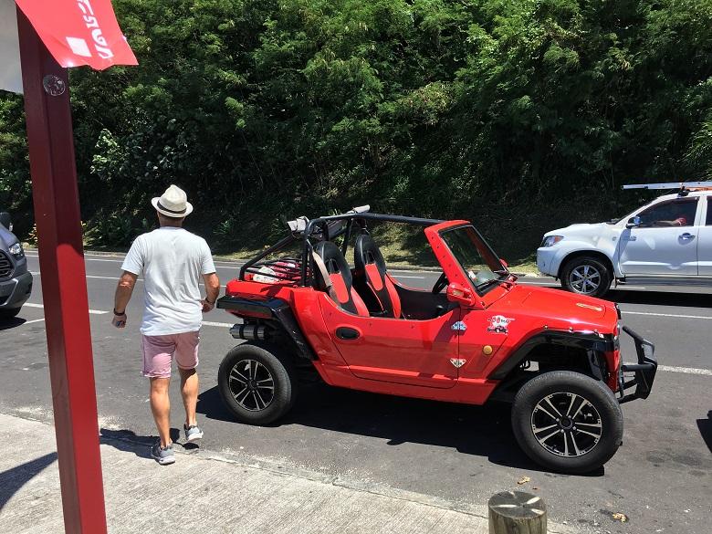 レンタカーやバギーで島内観光