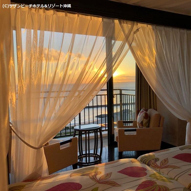 ホテルの部屋からは美しい夕日が