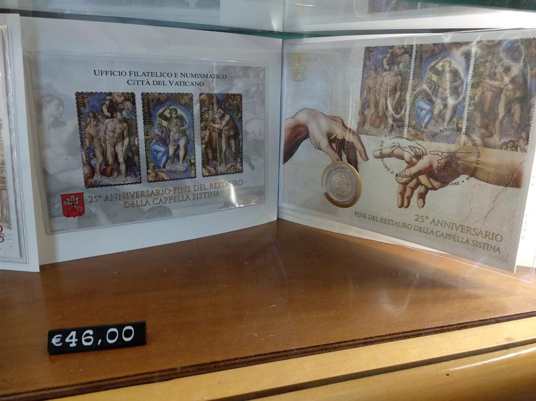システィーナ礼拝堂修復終了から25年が経過したことを祝う切手とコインのセット