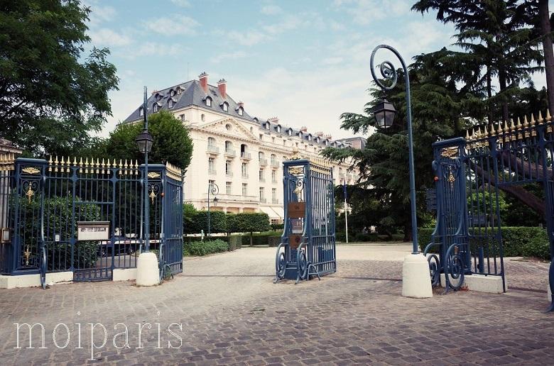 ホテル・トリアノン・パレスの「テラス・ドュ・バ-・ギャラリー(Terrasse du Ber Galerie)」