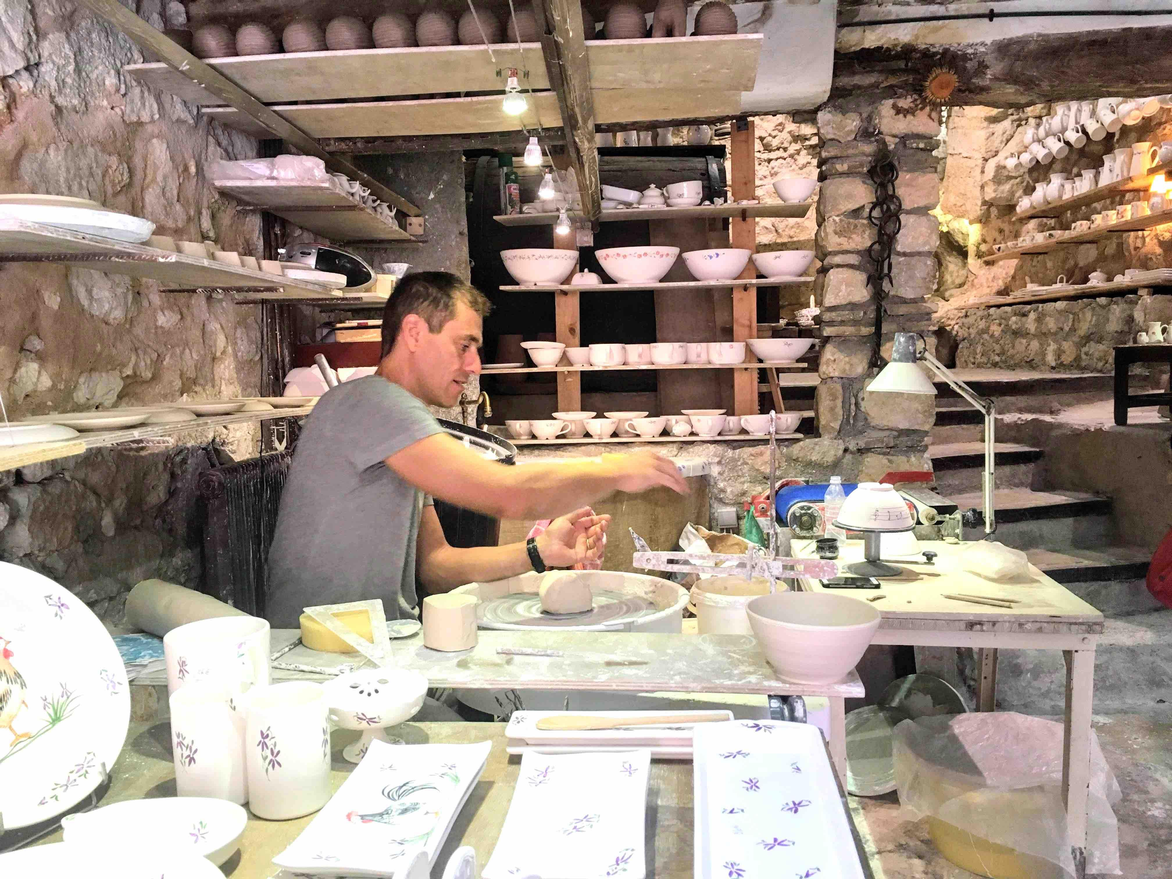 工芸品の職人が多く暮らす村
